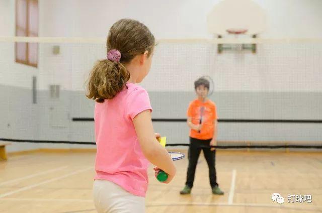 各年龄段打羽毛球的好处在此您还有什么理由拒绝羽毛球呢?