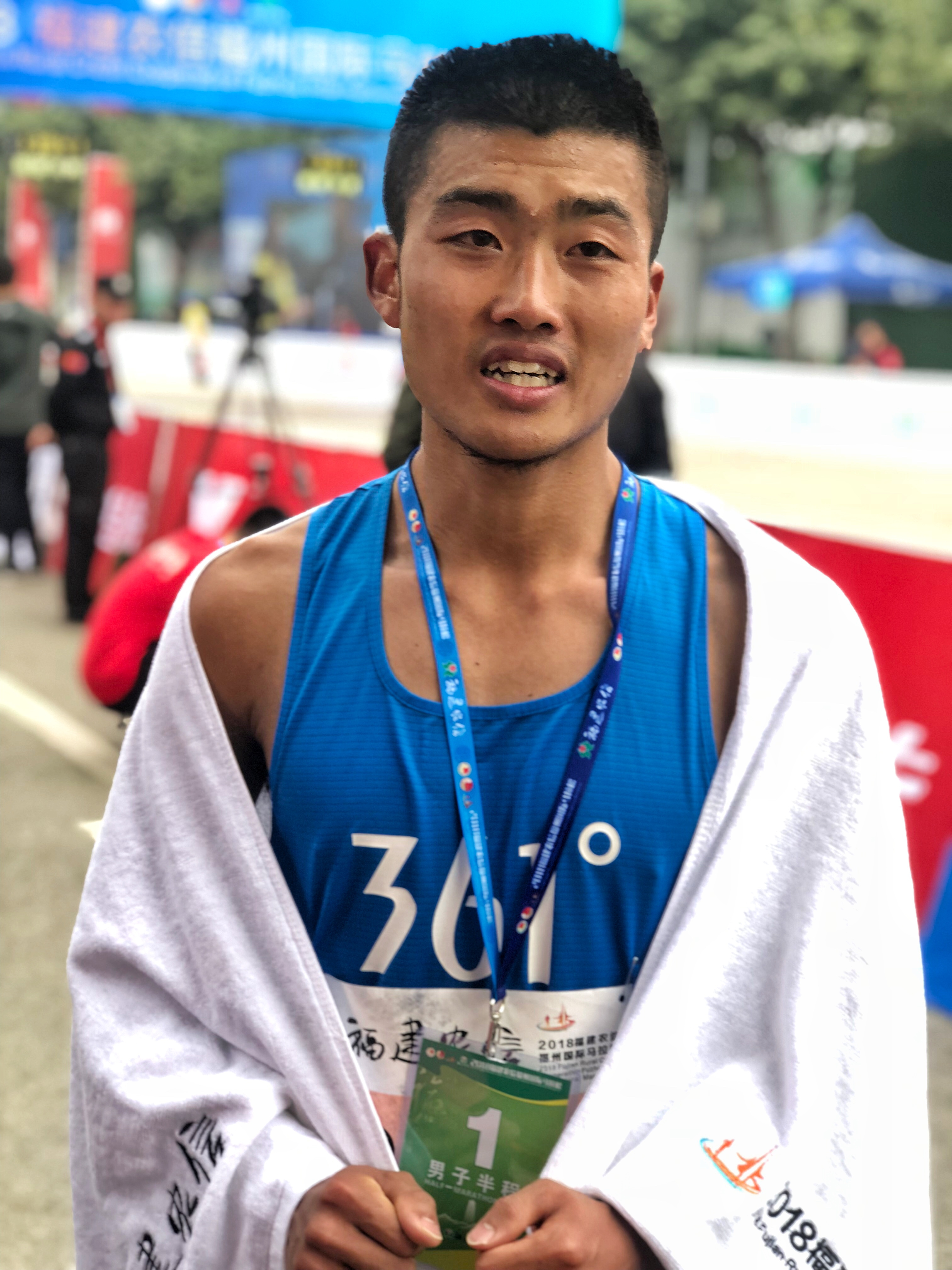 亚博:跑者声音|钱鼎彬-福州马拉松夺冠是最好的回报