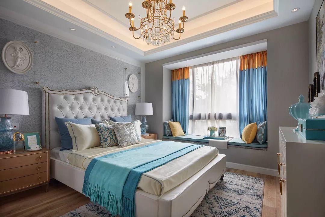 主卧背景选择了优雅宁静的灰色,欧式床头高雅大方.图片