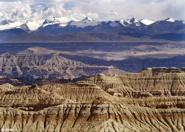 西藏神奇的地貌里,藏有一片上了千年的风光