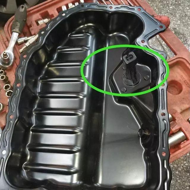 【注意】大众迈腾发动机漏油听修车师傅讲解后车主瞬间郁闷了_金