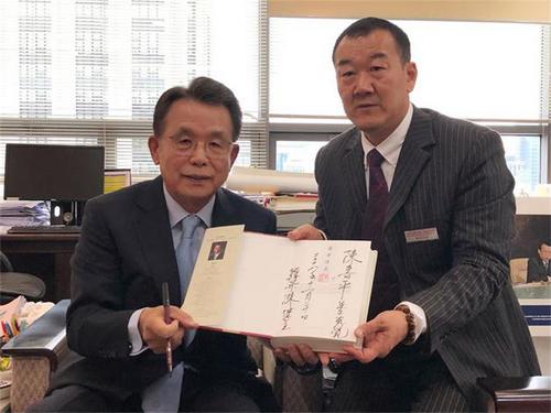 书法家陈书平受到第56届联合国大会主席韩升洙阁下的亲切接见