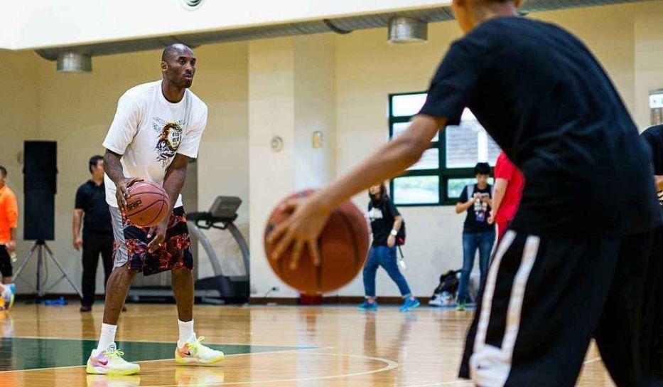 练篮球丨只能接球投篮?不存在的!这样练,你也可以运球投篮!