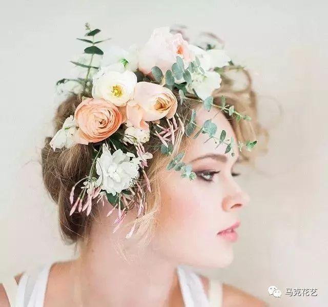 正文  06 戴上花朵装扮的头饰,已经成为时下新娘们的不二选择,鲜花的图片
