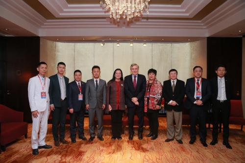 蒋锡培先生代表500强企业发表了重要讲话,他的演讲赢得了在座所有人的