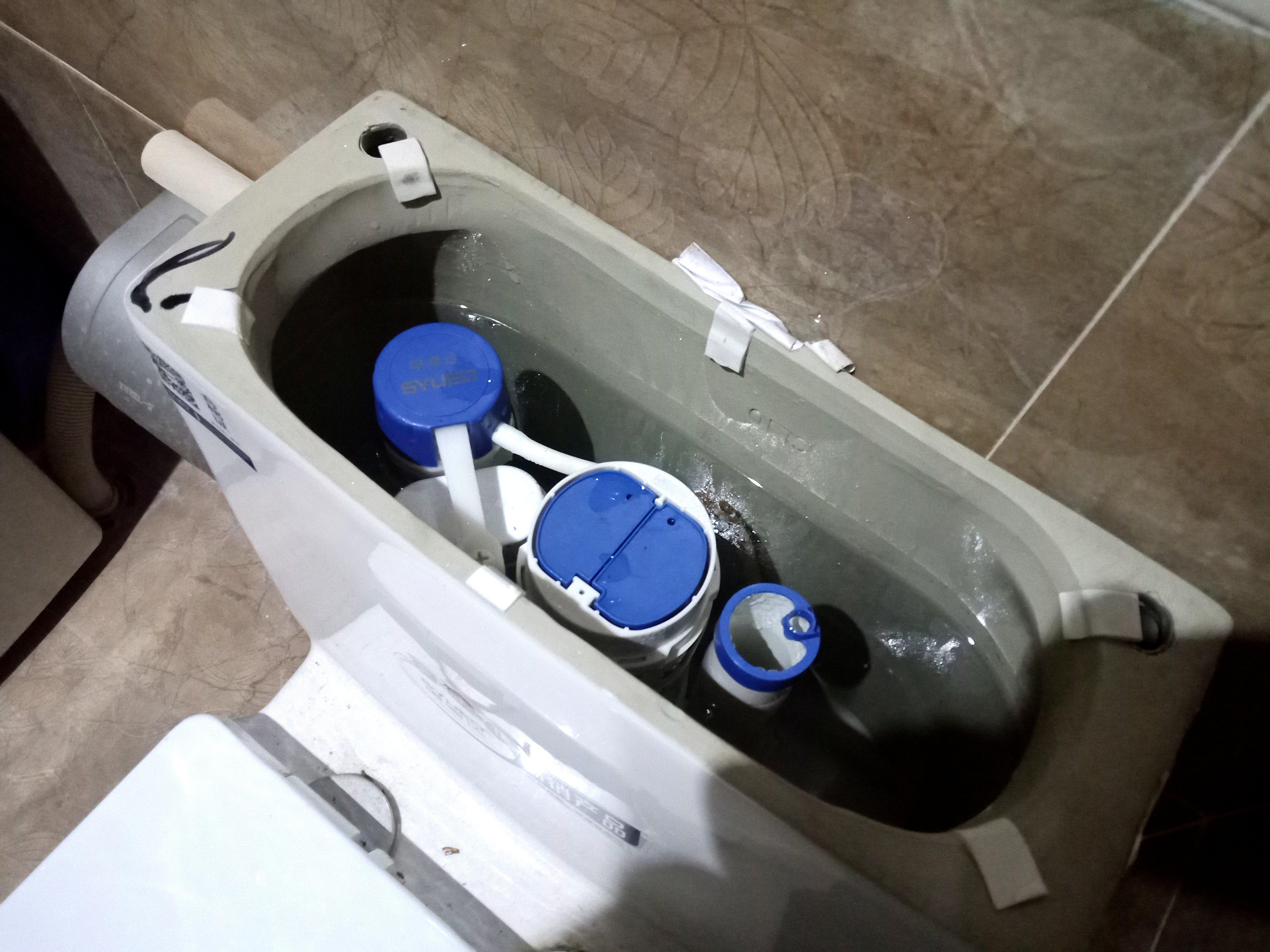 辟谣:抽水马桶里放置洁厕块是自杀杀人的危险行为?(图4)