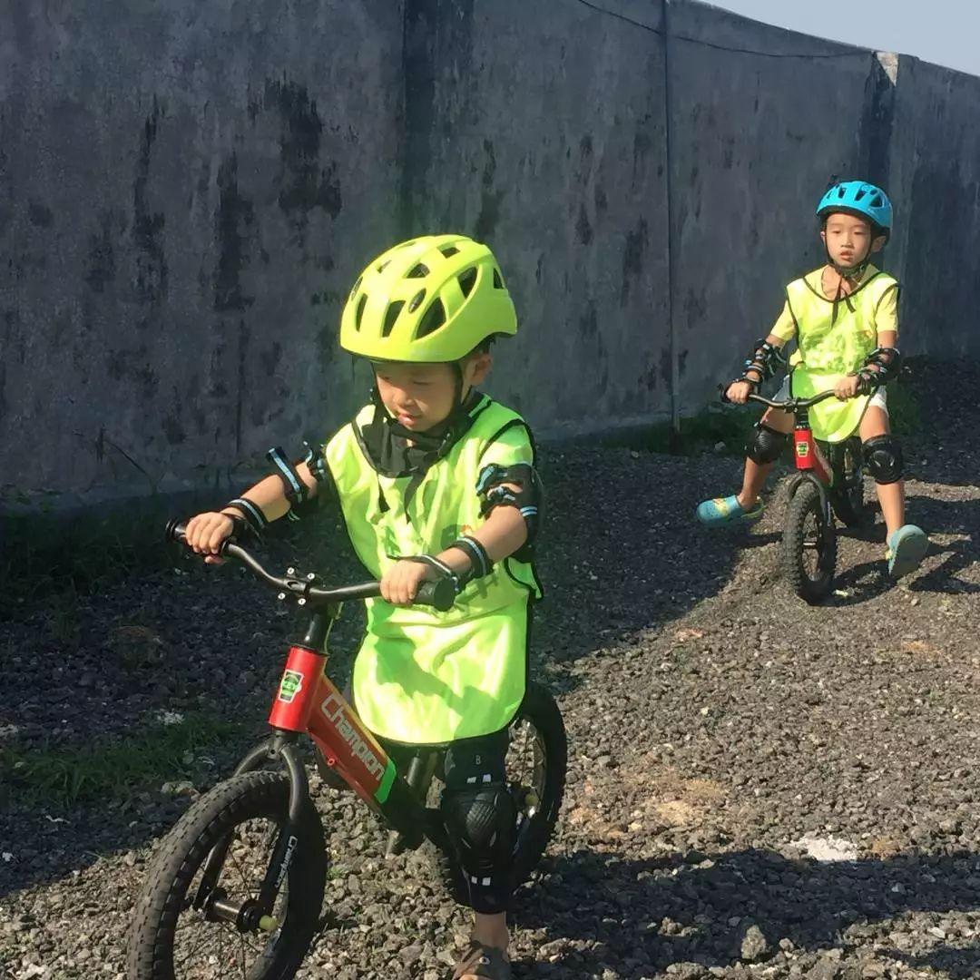 4:轻松学会骑自行车 亲子研学主题 手绘环保帆布袋,草帽绘画和圆木