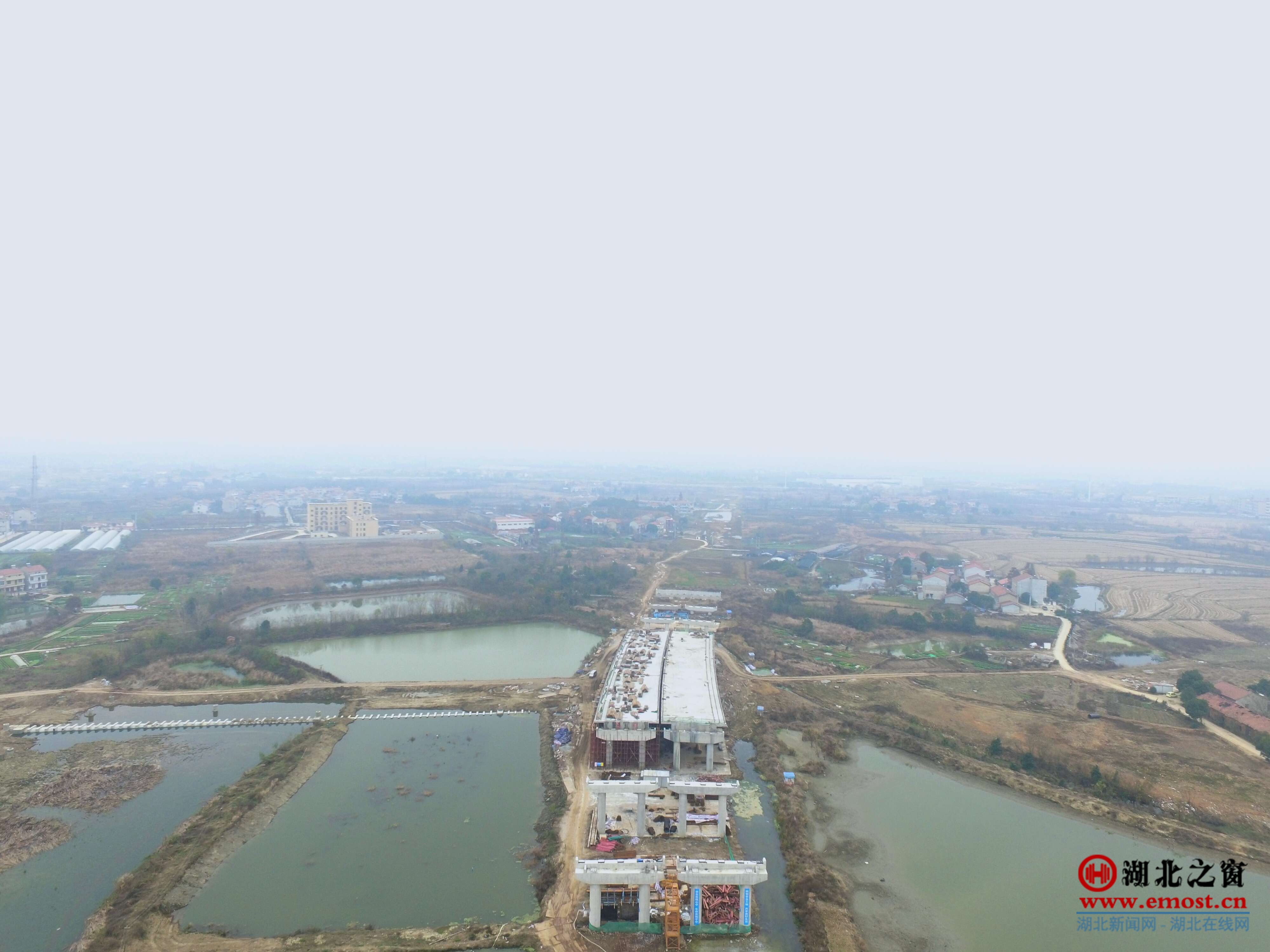 中建二局投资公司武汉黄陂项目四联垸大桥支架现浇连续箱梁全部浇筑完成