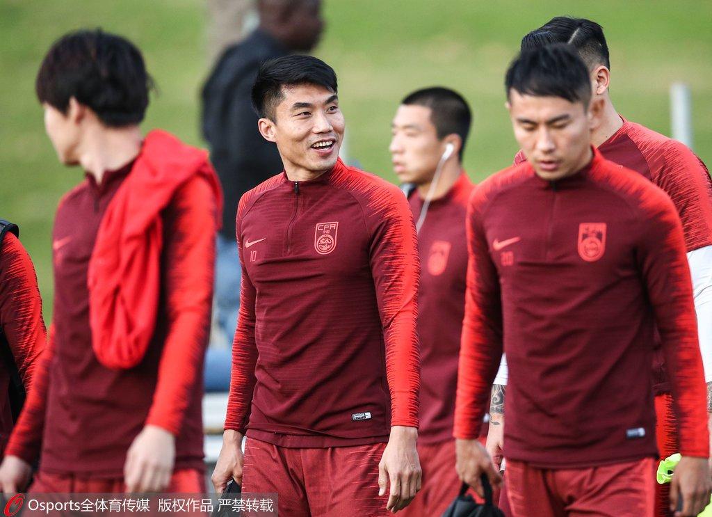 高清:国足备战亚洲杯里皮表情严肃 王大雷飞扑图片