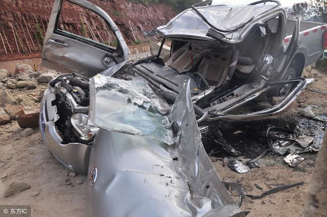 老司机与车祸的gif动态图 一辆真正的豪车 宝马驱动,太牛了