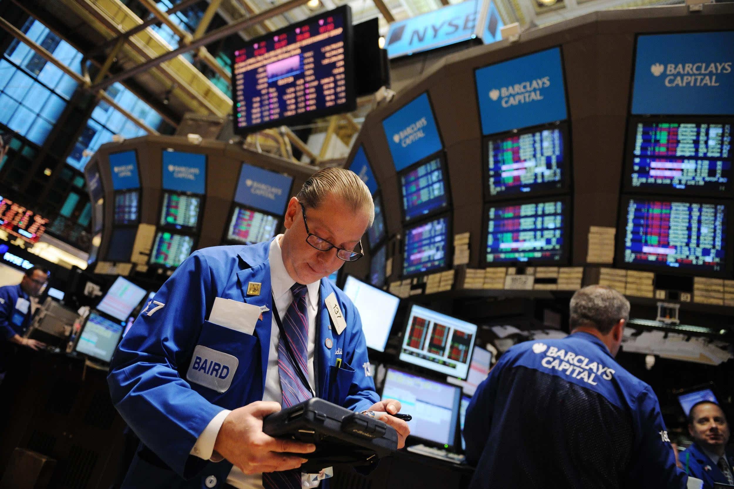 纽约股市重挫 道指下跌近300点