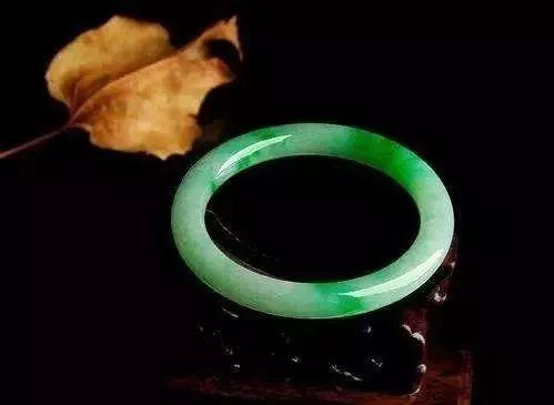 谁说翡翠手镯就是一个圆圈?平安镯,贵妃镯,美人镯.