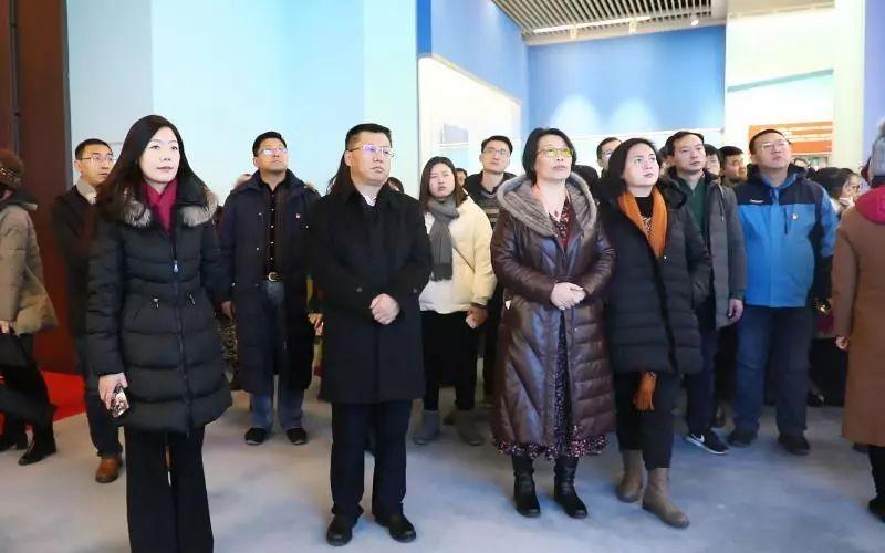 各位党员干部纷纷外示,异日将在自身岗位上,发挥积极奉献、全力以赴的精神,不息为中国生态雅致事业贡献本身的芳华与才华,以回馈党、国家和时代给予的发展机遇与汜博空间。