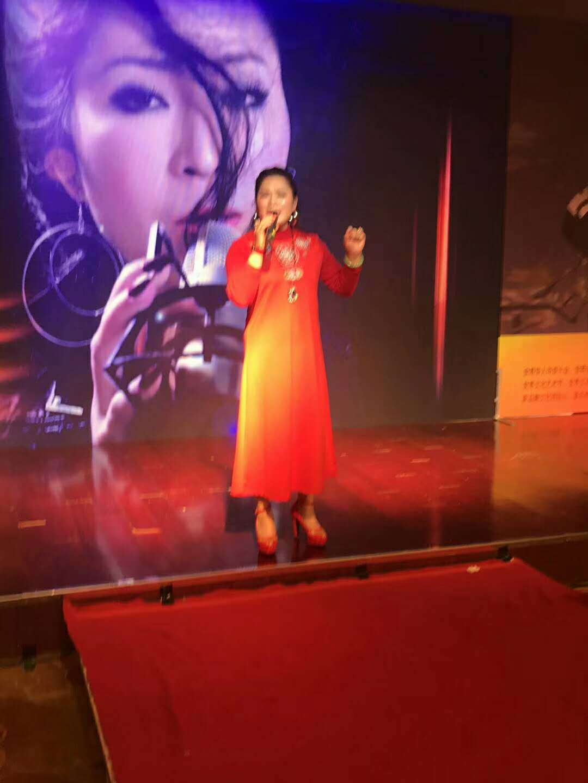 图:非洲歌舞助兴北京大红门国际服装节_中国新闻网