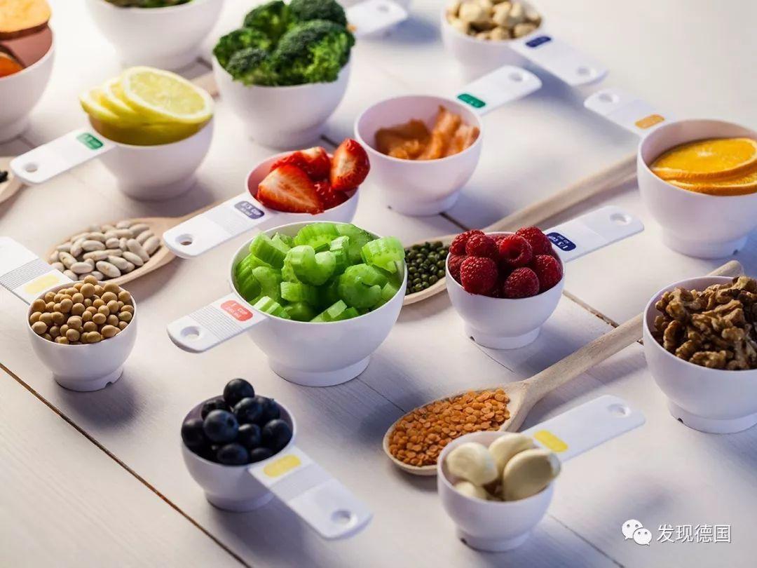 一定要合理地控制饮食,必须做到一日三餐定时定量!