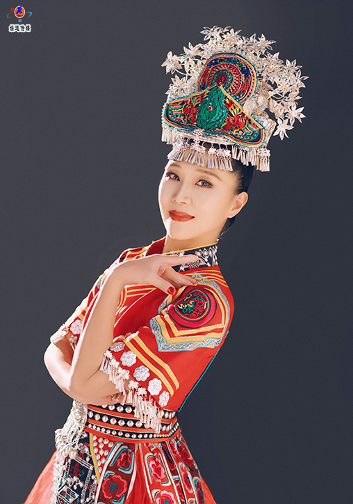 中国舞蹈家夏冰个人形象照