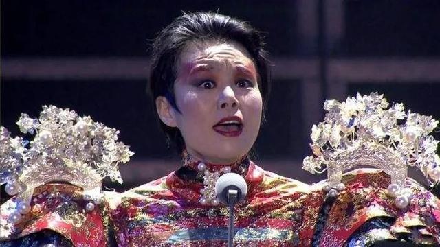 """批评王菲!她是敢于揭露""""皇帝的新衣"""",还是蹭热度炒作自己?"""