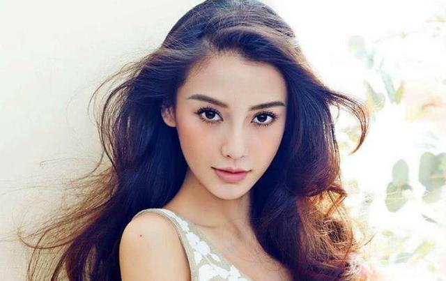第二名:杨颖,爸爸是中德混血儿,妈妈是地地道道的中国人,所以baby有四