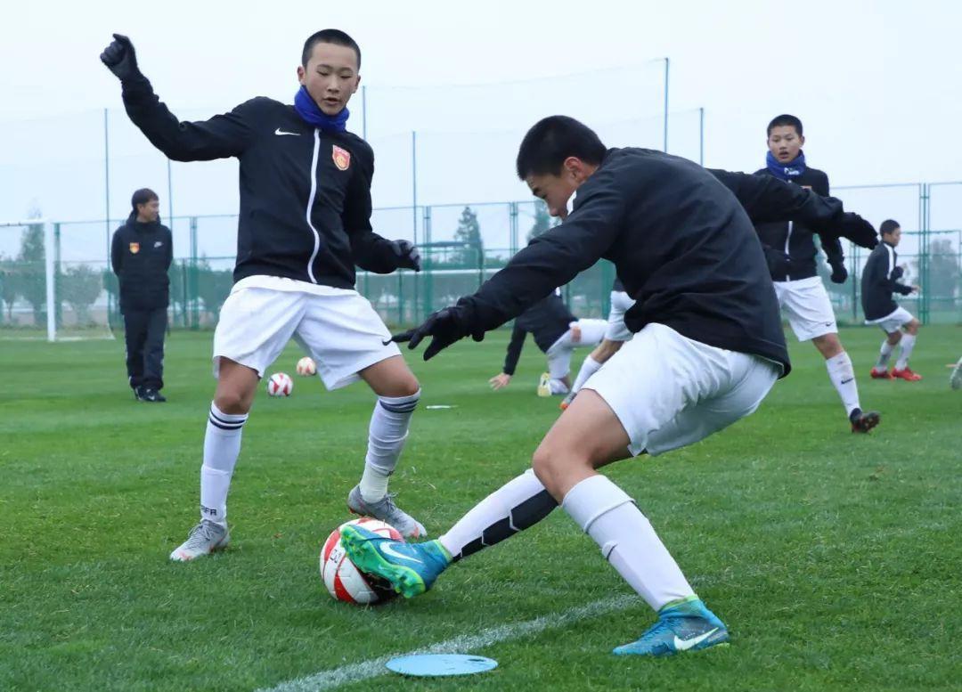 河北华夏八支梯队滇苦训 克服京津球员练习劲更足
