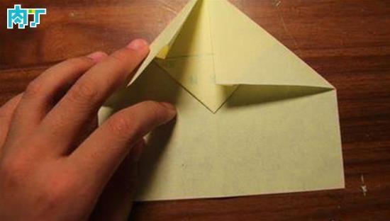 飞机怎么折飞一百米_纸飞机怎么折飞得远 一款飞得最远的纸飞机折法(组图)_设计