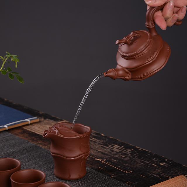 手绘线条茶壶