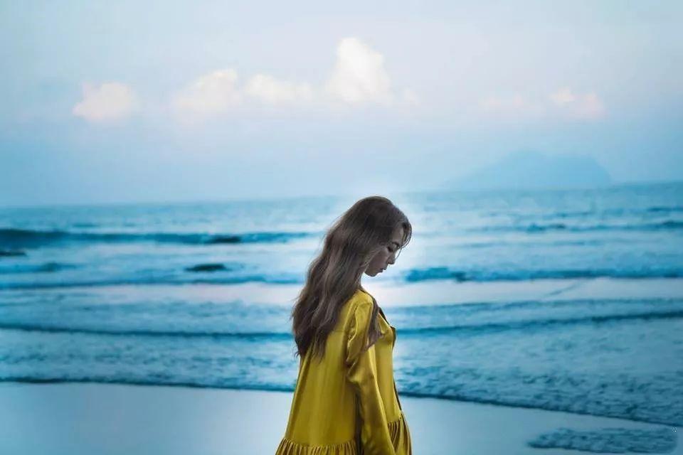 陈绮贞专辑_用观察者角度写就的《沙发海》专辑,也是陈绮贞献给孤独者的一份礼物