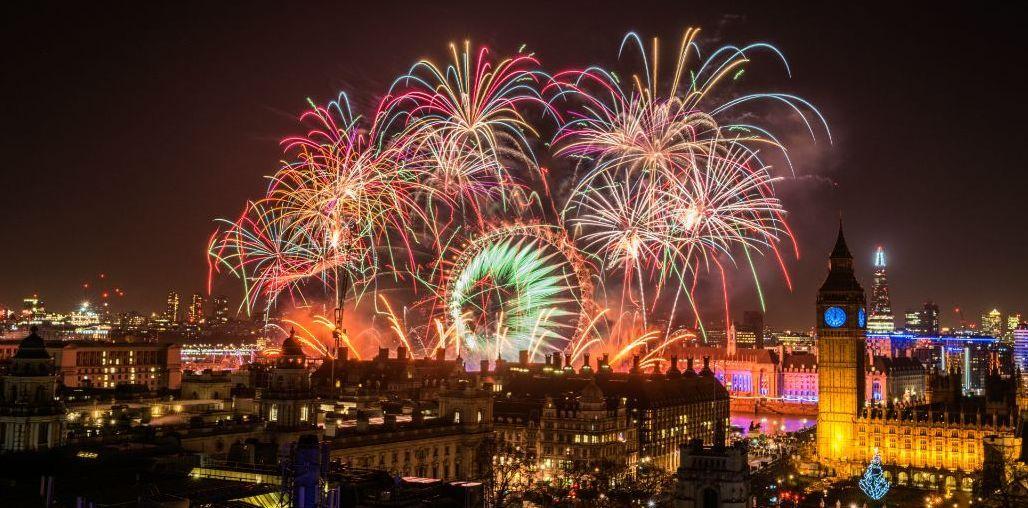 伦敦跨年烟花秀要来了!传说围观群众必备这个羞羞的东西图片
