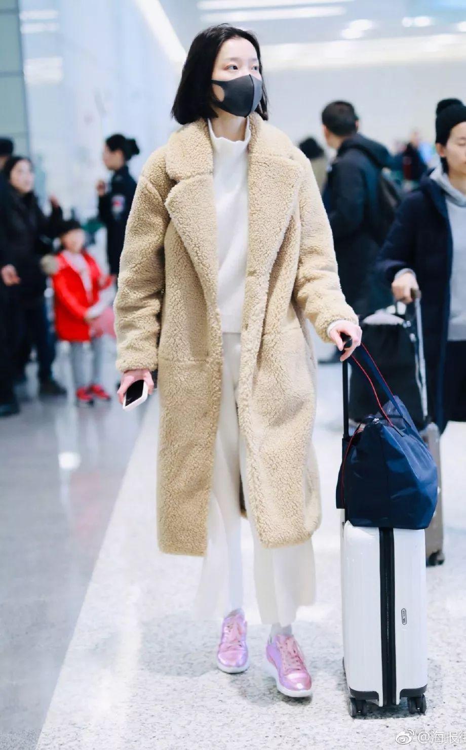 戚薇劉雯裹皮草,宋茜唐嫣穿大衣保暖,誰還敢玩「下半身失蹤」?