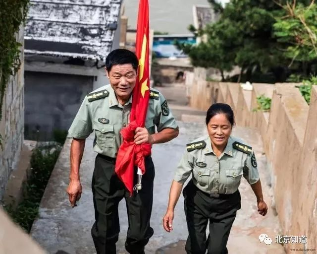 王继才夫妇在开山岛。图片来自网络