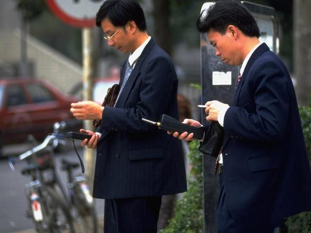 90年代深圳老照片:经济发展迅速,街头随处可见大哥大和靓丽女子