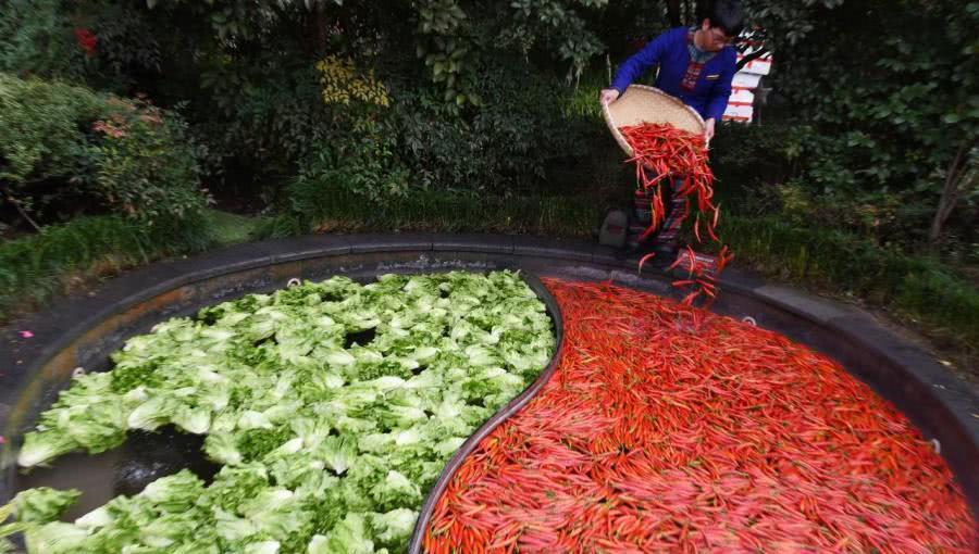 奢侈!杭州一饭店用火锅泡澡,客人可以边泡边吃
