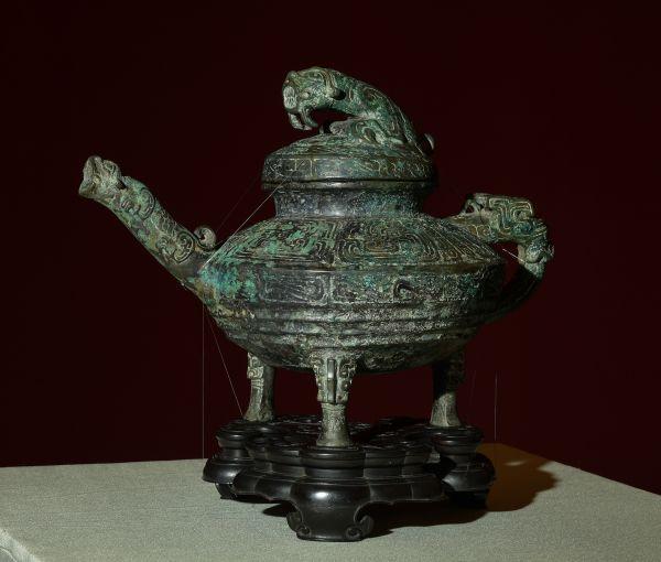 """青铜""""虎鎣""""(新华社)"""
