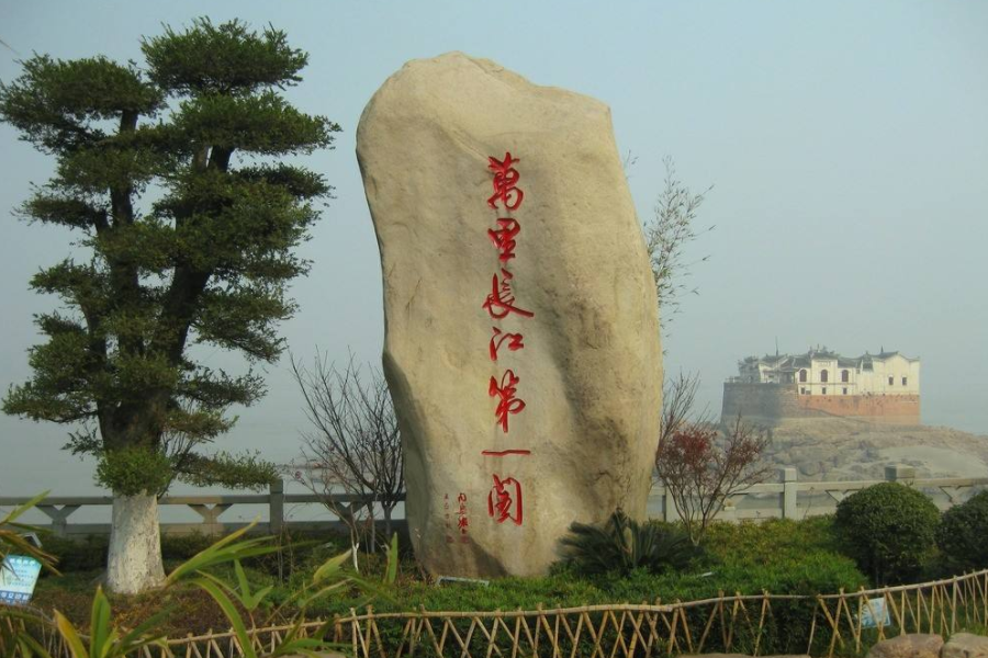 """我国这""""钉子户""""有点特别,建在长江中七百多年不倒,受国家保护"""