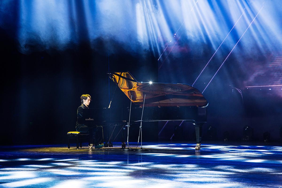经典钢琴曲欣赏_吴牧野钢琴独奏会光影动人 新年首演造舞台经典_观众