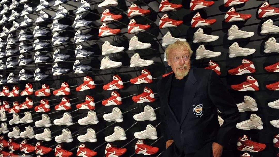 Nike 创始人儿子一直穿 adidas,没想到竟然这么励