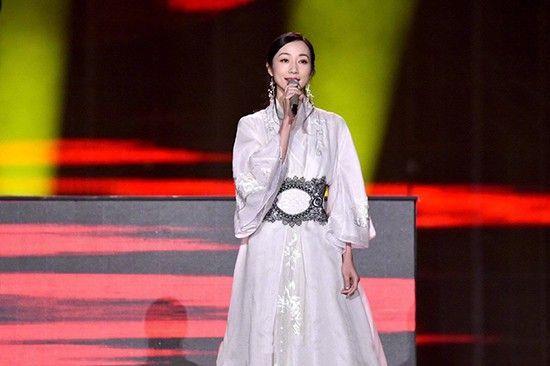 韩雪牛奶肌配白裙,改良汉服,上榜古代第一美!