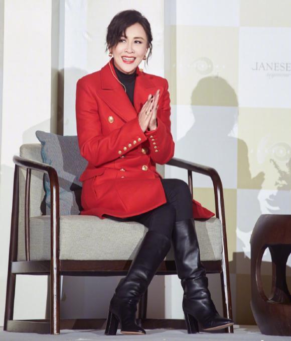 刘嘉玲新年许愿:脸上不见风霜,活成自己喜欢的模样