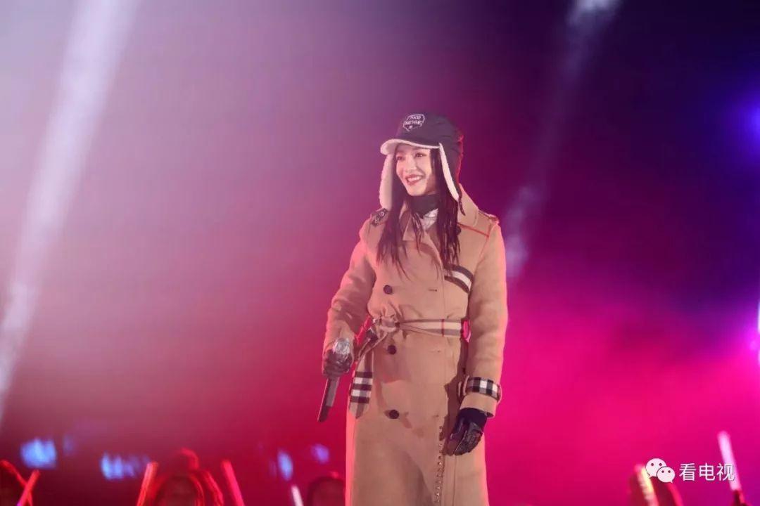即性歌王沙瓯全部演唱会_天后张惠妹在钟鼓楼畔演唱了《三天三夜》,张信哲演绎了《信仰》《爱