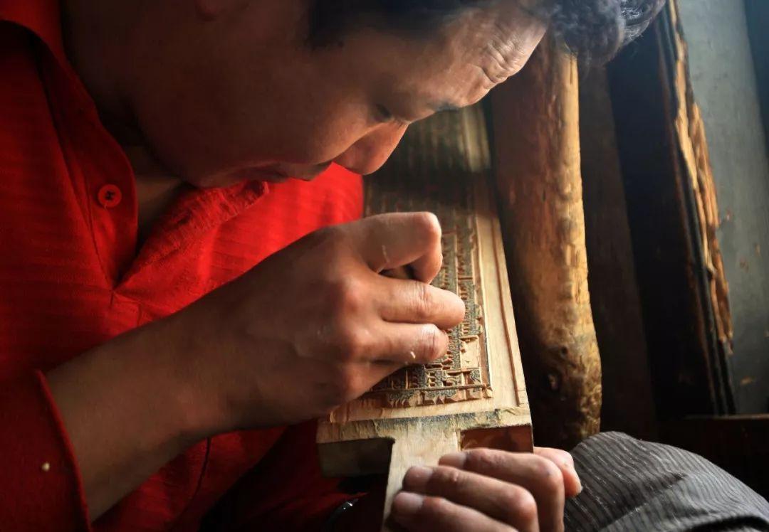 成人色情书屋_视觉  他用镜头,记录甘孜州改革开放40年的变化