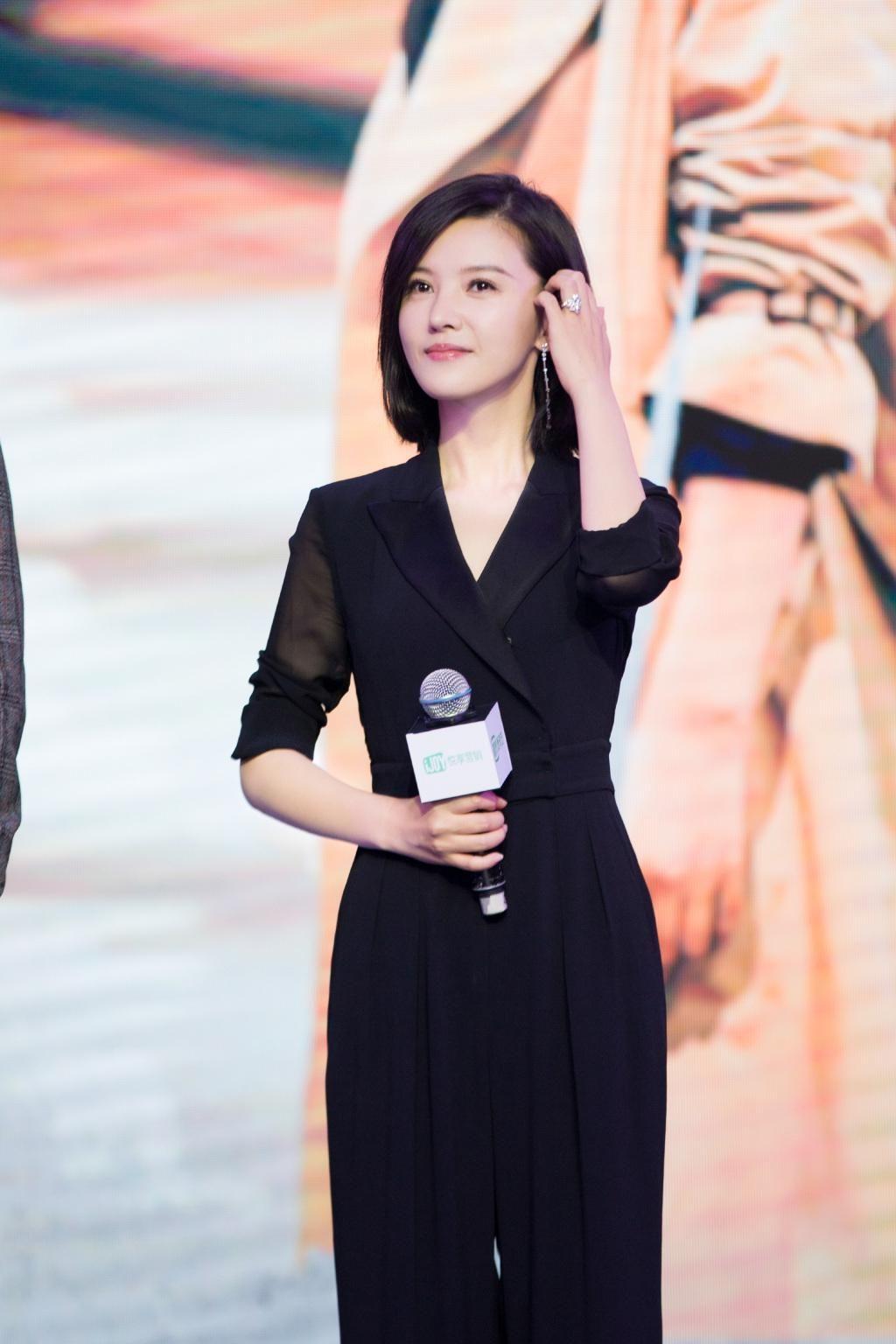 杨子姗只不过穿了件连体裤,180既视感,堪比国际超模!