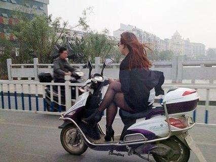 爆笑GIF图:看到这姿势,我有了一个大胆的想法 作者: 来源:搞笑创意