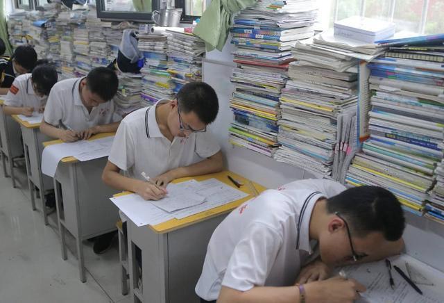 高三学生�y..�.��(N�_高三学生注意:这三场考试不能小看,高考成绩与它们有很大联系!