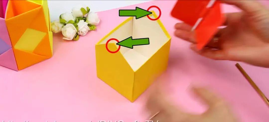 正文  按照之前的图纸,做两个纸片在轮廓外多加一条边,作为垃圾桶的外图片