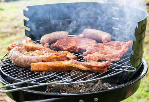医生告诫:高血脂患者最好远离这4类食物,否则越吃血脂越高!