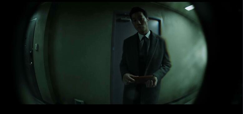 韩国悬疑惊悚电影《门锁》你的家里可还住了另外一个人!电影网如何采集图片