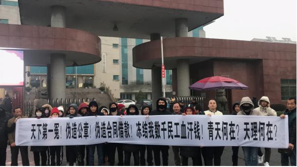 湖南:�登�民工工�Y被�鼋Y �L雪中�薪�堤�o人理