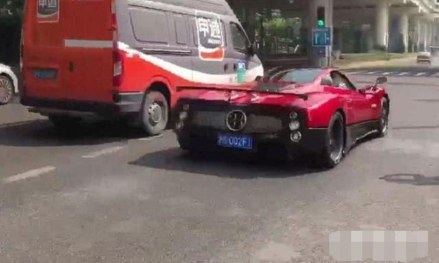 上海偶遇一辆2900万帕加尼 车牌不带一个8 却比88888还霸气!