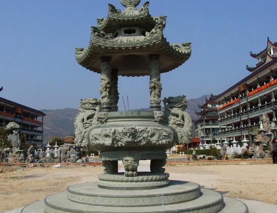 大型石雕香炉鉴赏