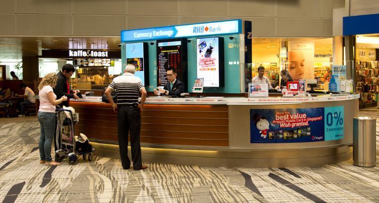 去越南,在飞机场换钱划算还是在导游那换划算?