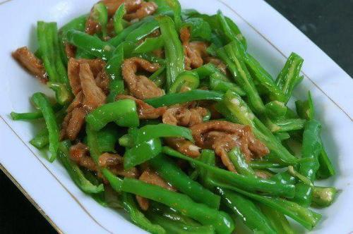 青椒和此物一起炒,营养加倍,促消化,增强免疫力,皮肤也好!